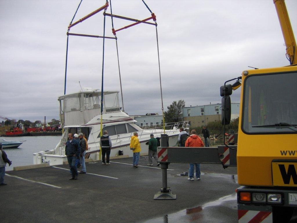 275 Ton Crane Services for boat yard